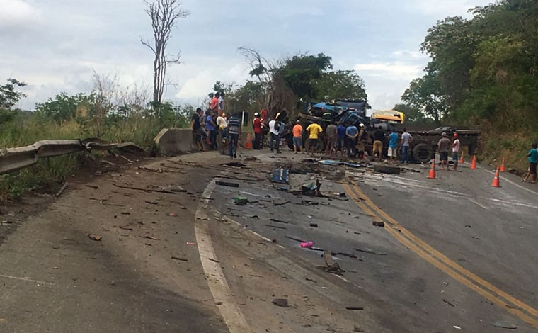Uma pessoa morre e outras duas ficam feridas em acidente na BR 135