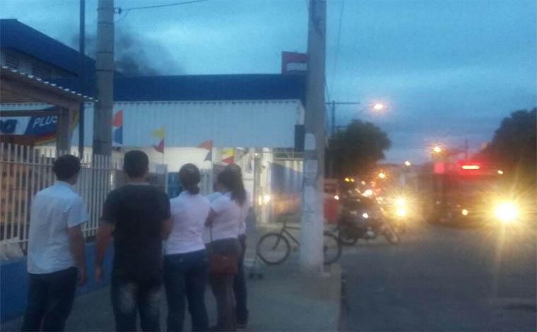 Incêndio consome parte de supermercado no Centro de Sete Lagoas