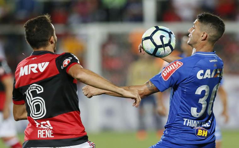 Apático, Cruzeiro é derrotado pelo Flamengo no Rio de Janeiro