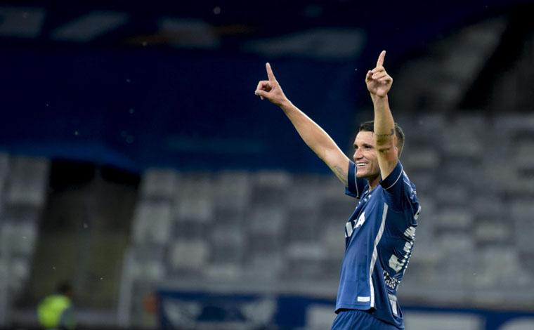 Em noite de Thiago Neves, Cruzeiro despacha o Flu e volta à quinta posição