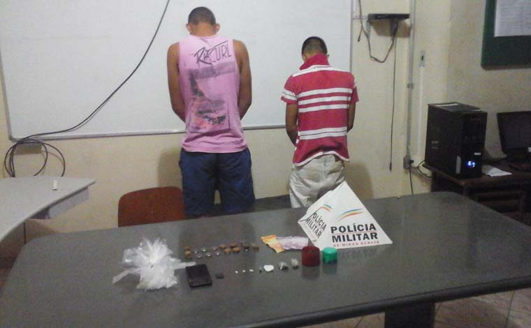 Jovens são presos com maconha, cocaína e crack em Paraopeba