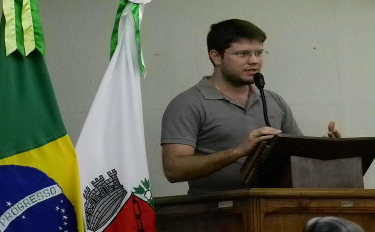 Representante do DCE do Unifemm vai à Câmara pedir apoio ao movimento
