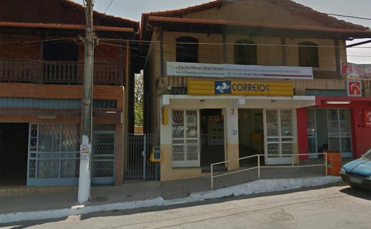 Bandidos invadem agência dos Correios e roubam cofre em Capim Branco
