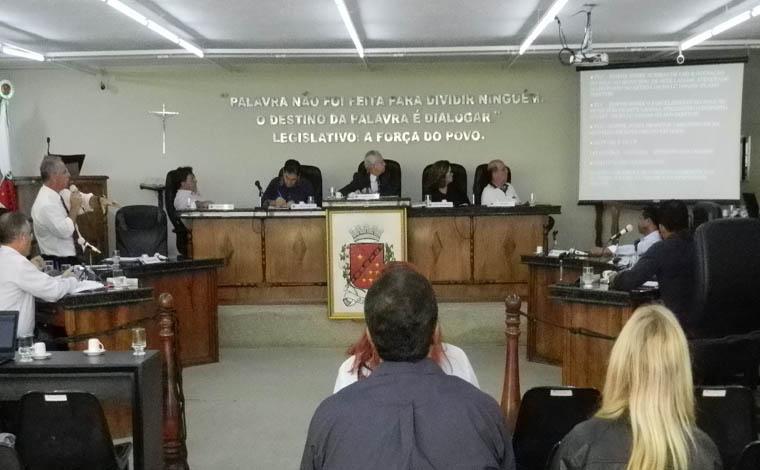 PLCs sobre uso e ocupação do solo são destaque em reunião ordinária