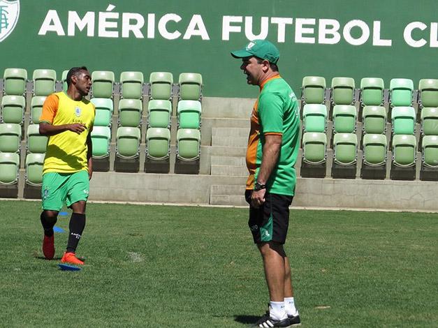 América encara o Botafogo neste sábado fazendo mistério na escalação