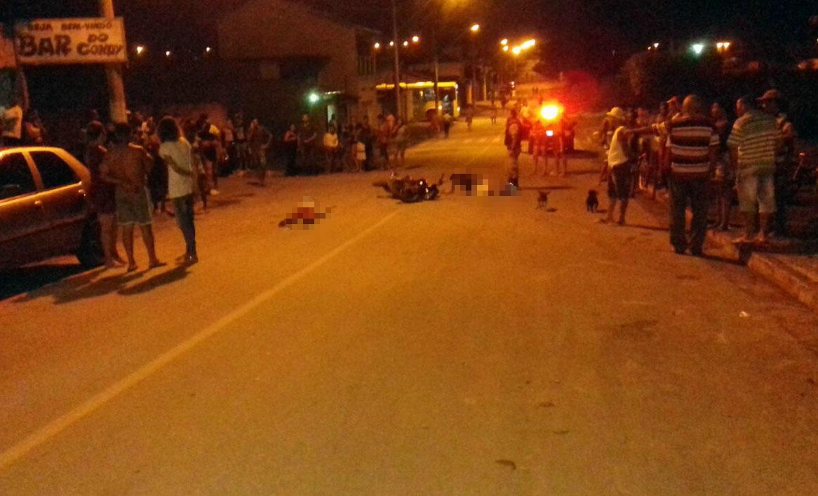 ... Foto  Via WhatsApp - Dupla armada surpreendeu a vÃtima quando ela saÃa  de um bar a34f82a7a1dec