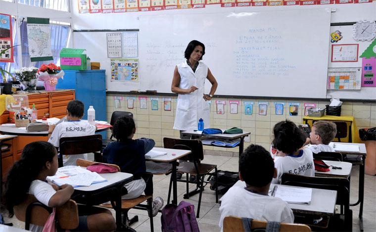 Governo de Minas Gerais abrirá 16 mil vagas para professor