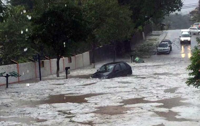 Chuva de granizo causa estragos e deixa desabrigados em Pedro Leopoldo