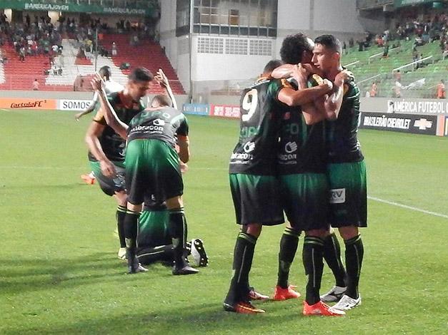 Coelho vence segundo jogo seguido e sonha com a permanência na elite