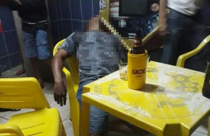 Homem é executado com vários tiros dentro de bar no Bairro Brasília