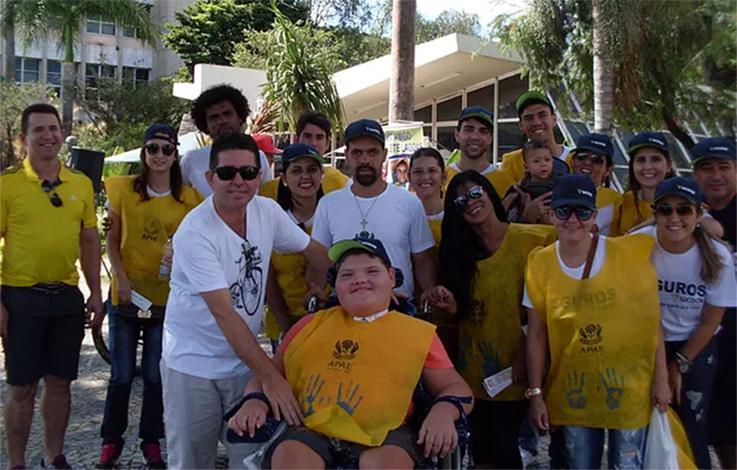Voluntários realizam mais uma edição do Sábado do Bem em prol da Apae