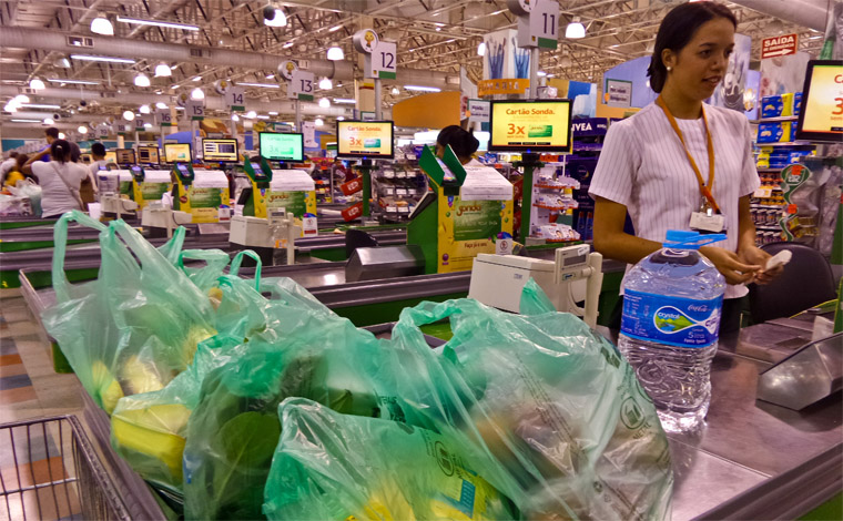 Preço dos alimentos cai mais de 2% em 2017, diz IBGE