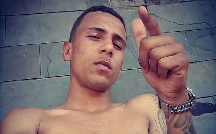 Jovem de 18 anos é morto a tiros em banheiro de boate em Sete Lagoas