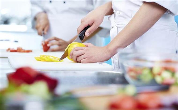 Empresa contrata auxiliar de cozinha sem experiência em Sete Lagoas