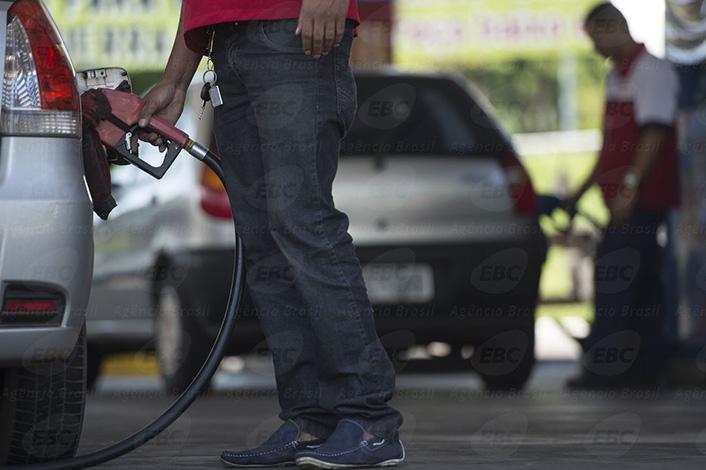 Preço de combustíveis volta a cair, mas alta acumulada é de quase 10%