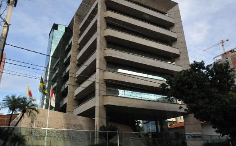Fernando Pimentel sanciona lei que abre o capital da Codemig