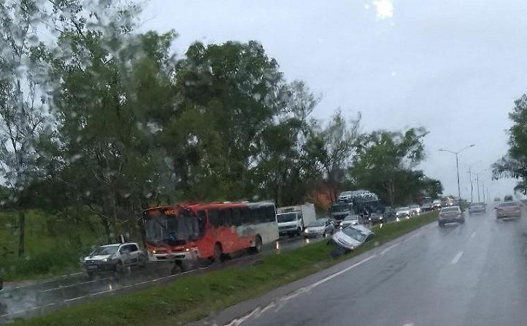 Acidente na BR040 deixa trânsito lento no sentido Sete Lagoas