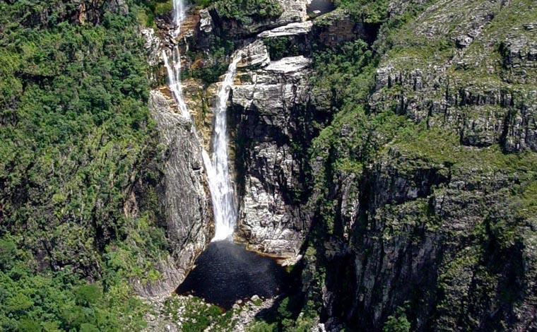 Foto: Arthur Perillo - Cachoeira Rabo de Cavalo e suas exuberantes três quedas