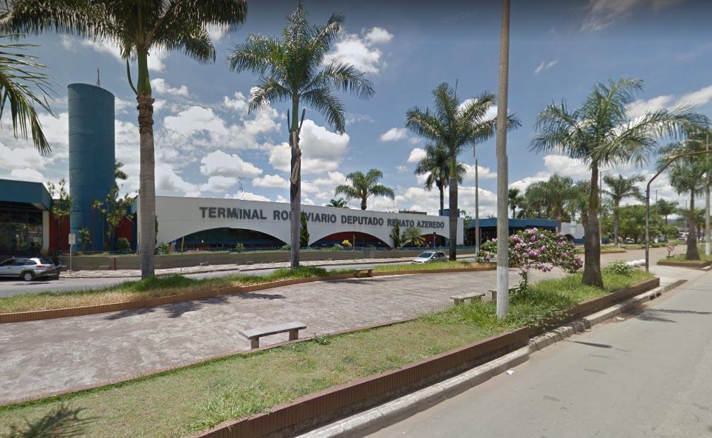 Idosa é arrancada do carro por assaltante no Centro de Sete Lagoas