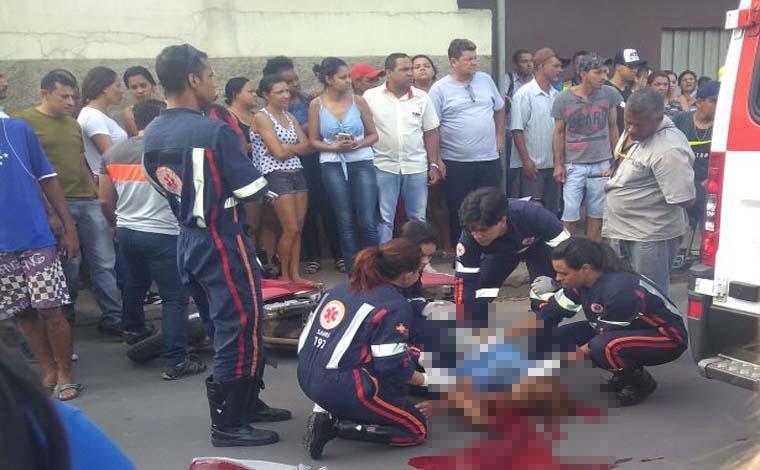 Mulher morre atropelada ao descer do ônibus na Rua Santa Juliana