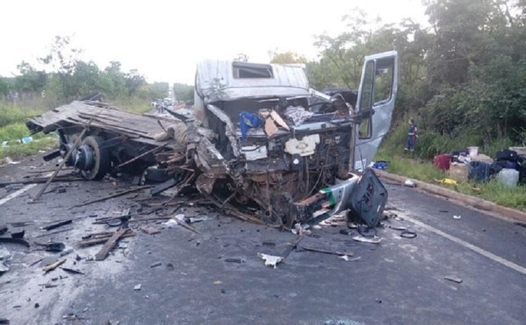 Grave acidente na BR251, no norte de Minas, deixa vários mortos e feridos