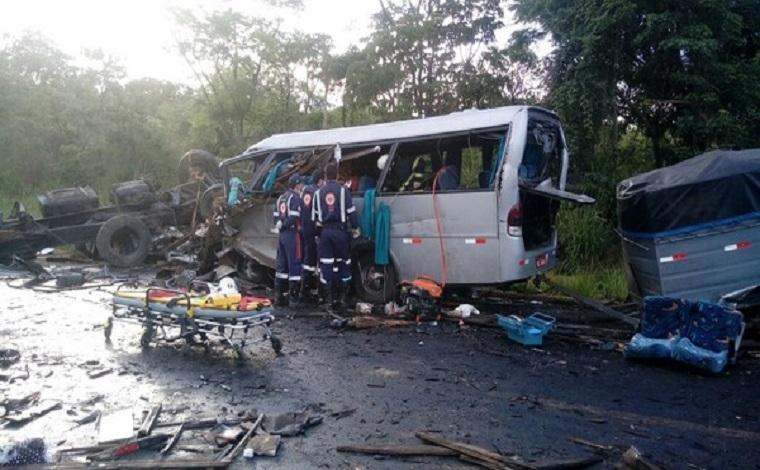 Sobe para 13 número de mortos no grave acidente na BR251, no norte de Minas