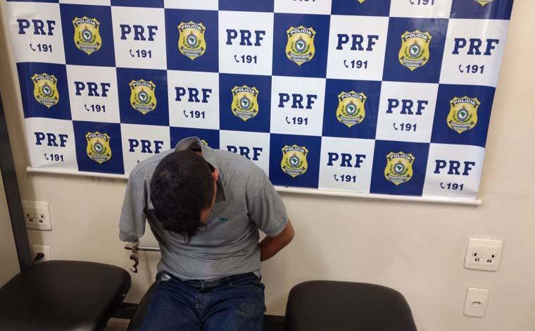 PRF prende foragido da Justiça que viajava pela BR 040