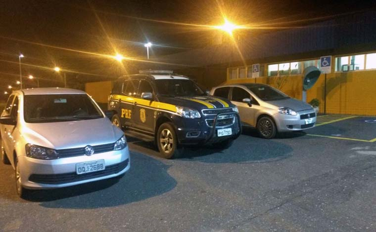 Dupla é presa pela PRF e automóvel roubado é recuperado na BR 040