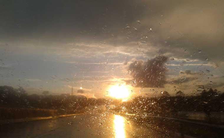 Fim de semana será de muito calor com possibilidade de pancadas de chuva