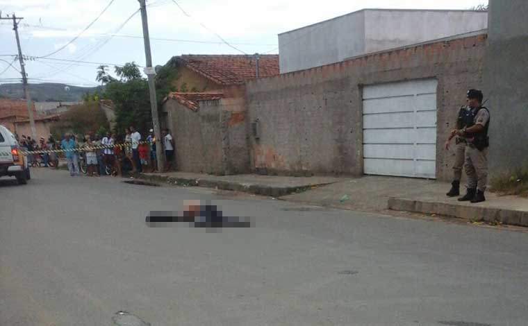 Homem é morto com vários tiros no Jardim dos Pequis