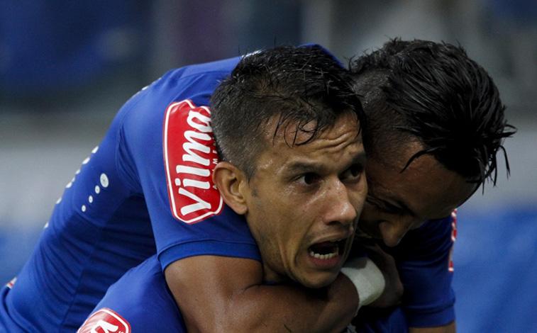 Raposa supera o Grêmio na raça e sai da zona de rebaixamento