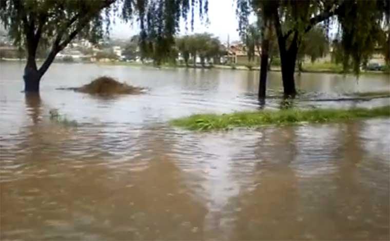 Chuvas permanecerão intensas durante a semana, mas deverão parar no Carnaval