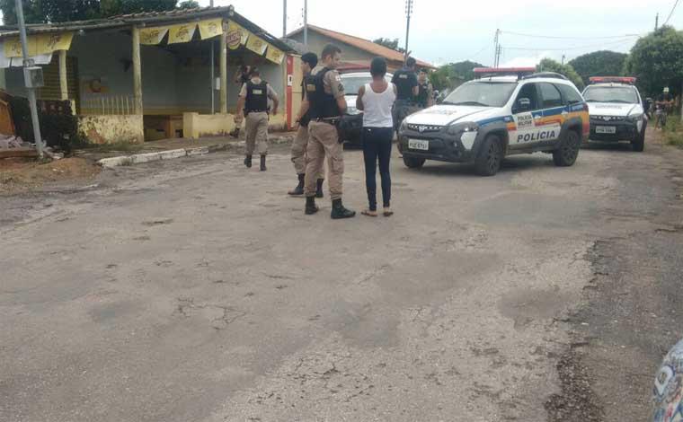 Homem de 64 anos é morto a tiros dentro de bar em Inhaúma