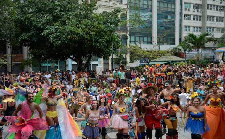 Carnaval deve movimentar mais de R$ 6 bilhões em todo o país