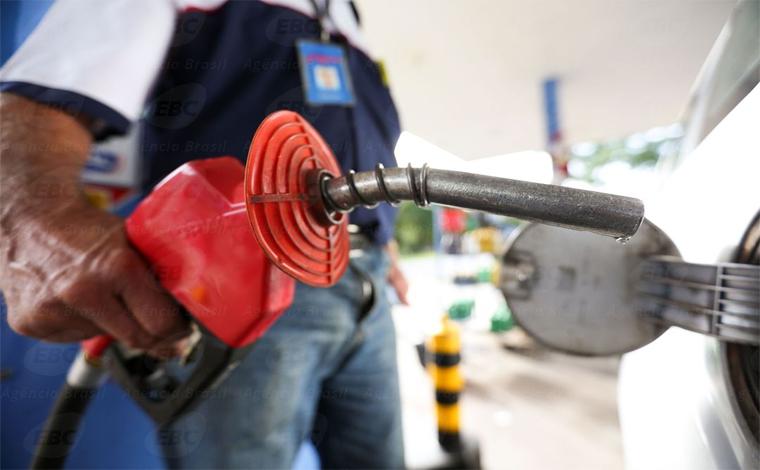 Gasolina e diesel caem de preço para as refinarias