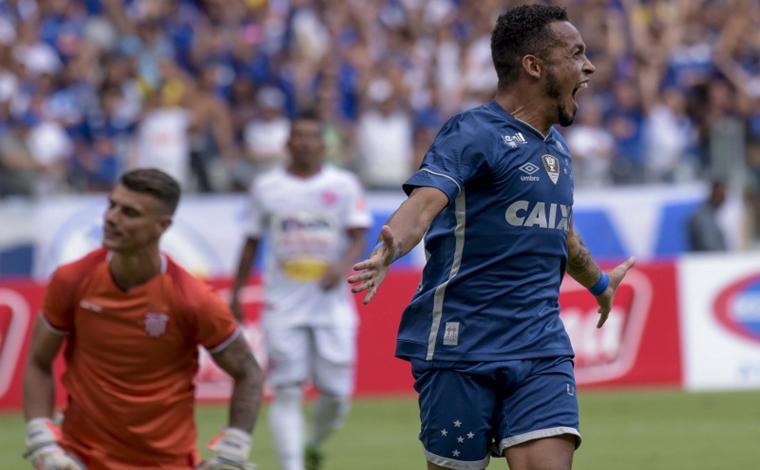 Cruzeiro bate o Vila Nova jogando em casa e se mantém na ponta do Mineiro