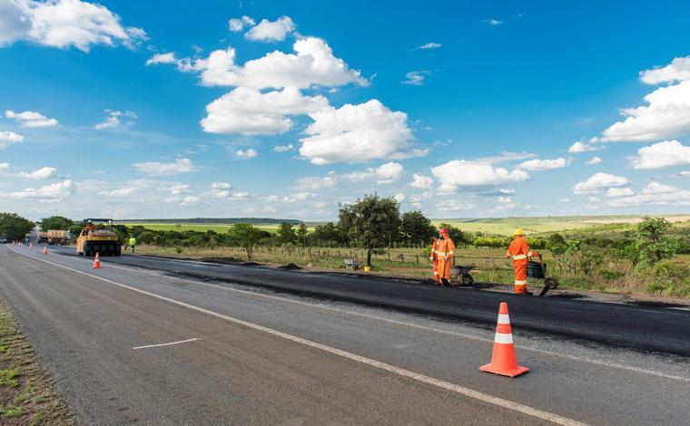 BR040 em Minas Gerais passa por manutenção no asfalto até sexta-feira