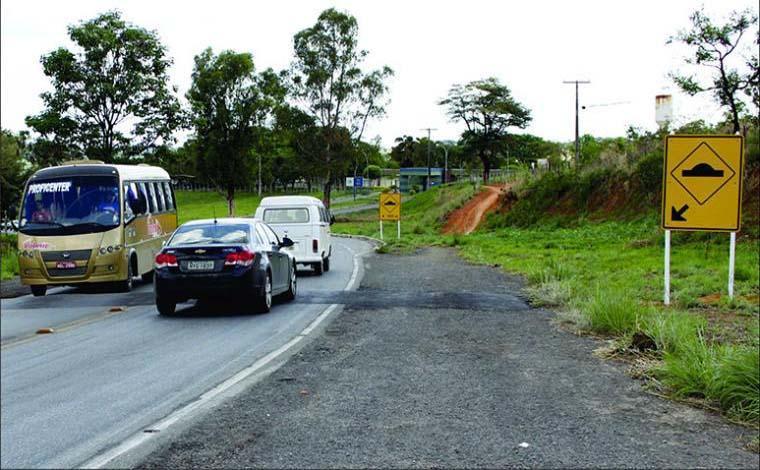 Governador e deputado anunciam duplicação da MG 424, mas não comentam atrasos de repasses