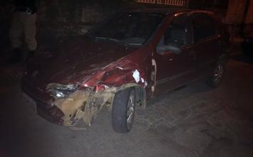 Motorista é preso por provocar colisões com outros carros e bens públicos