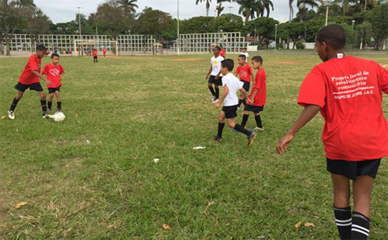 Escolinha de futebol da Fazenda Velha abre inscrições para atletas mirins