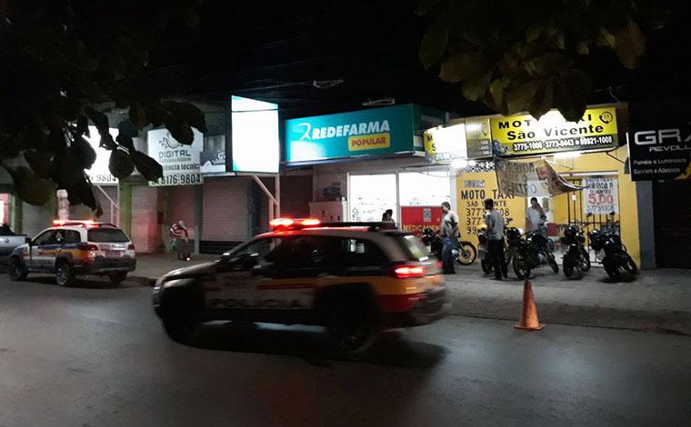 Ladrão se dá mal e é preso após assaltar drogaria na Rua Santa Juliana
