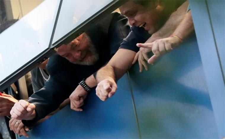 Defesa de Lula negocia para prisão ocorrer neste sábado
