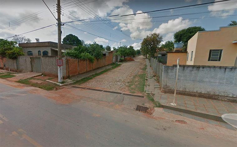 Foto: Street View - Autor se exaltou em uma discussão com a vítima enquanto bebiam, na Rua João Carlos Miranda; Ele foi detido com armas brancas e uma espingarda polveira