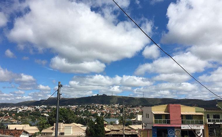 Fim de semana terá céu parcialmente nublado e chuva na maior parte de Minas