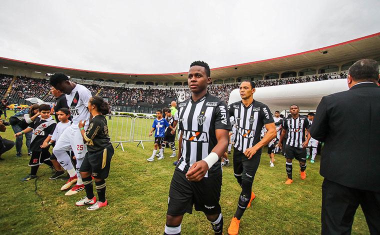 Galo começa bem, mas permite virada e estreia no Brasileirão com derrota
