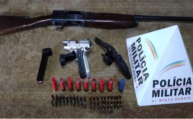 Homem é preso com armas e munições em acampamento cigano