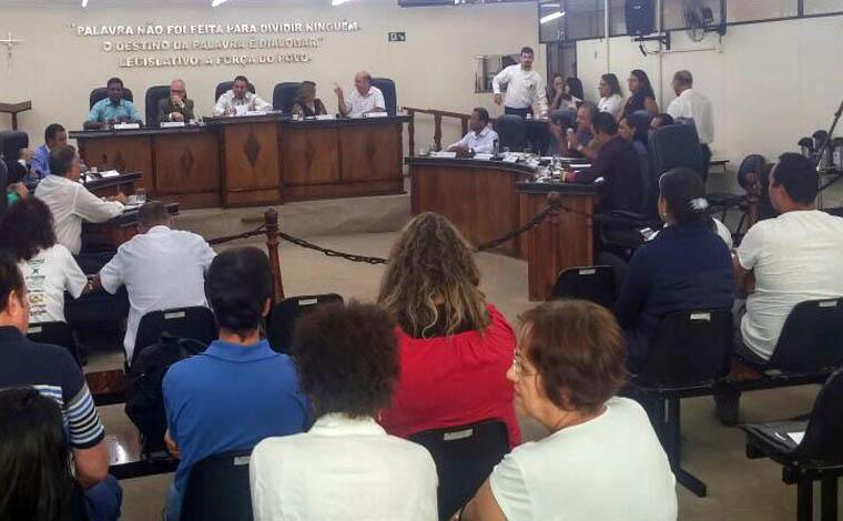 Professores vão à Câmara pedir apoio para que direitos sejam cumpridos