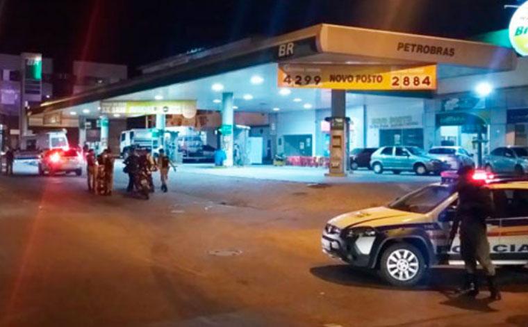 Policiais revistam dez casas e mais de 70 veículos em Pedro Leopoldo