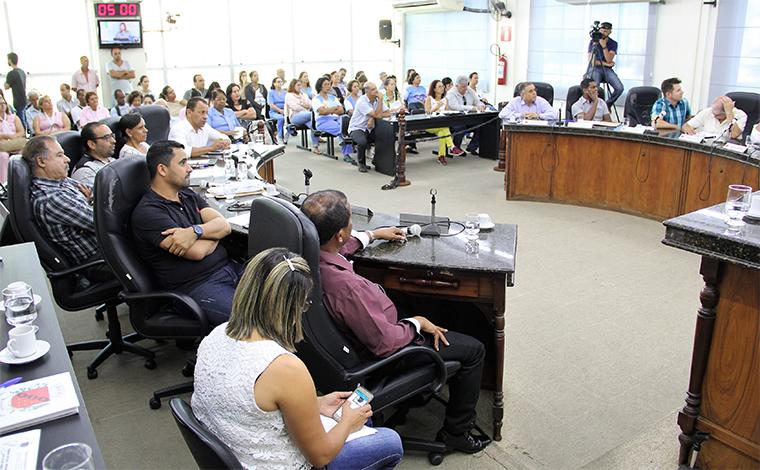 Proposta que regulamenta doação de medicamentos no município volta para o Legislativo