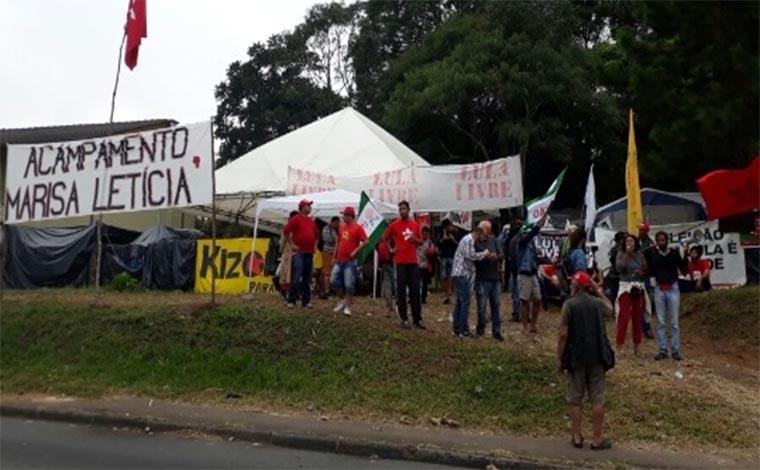 Defensores de Lula são atacados a tiros em acampamento em Curitiba